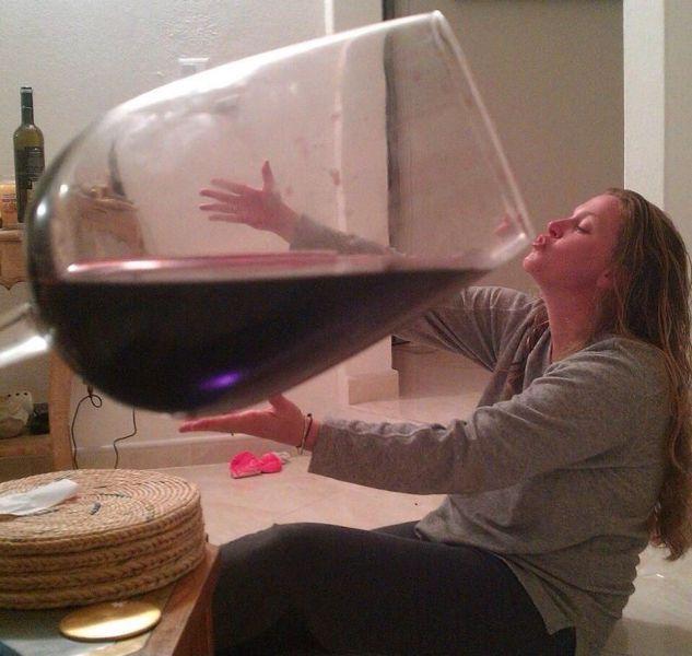 Бокальчик вина