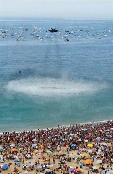 Бомбардировщик над морем