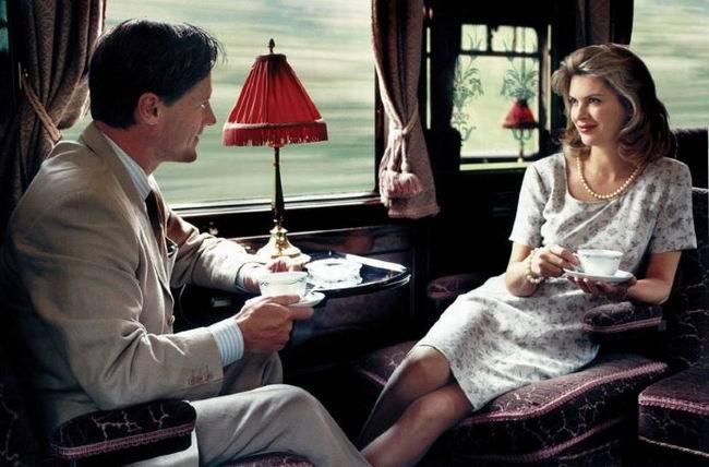 В купе едут мужчина и молодая женщина