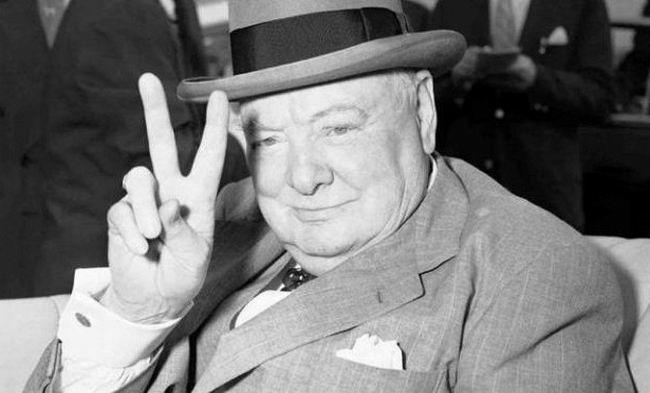 Однажды Черчилль собирался на радио для вступления перед народом. Заказал такси, приехал