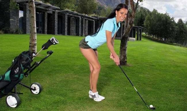 Муж с женой обожали играть в гольф вместе, решили они взять частные уроки
