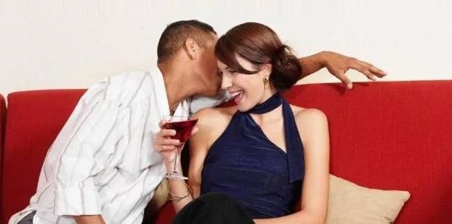 Жена ласкается к мужу