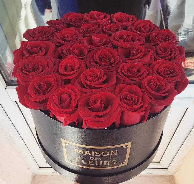 Букет из 33 алых роз означает «Я тебя люблю»
