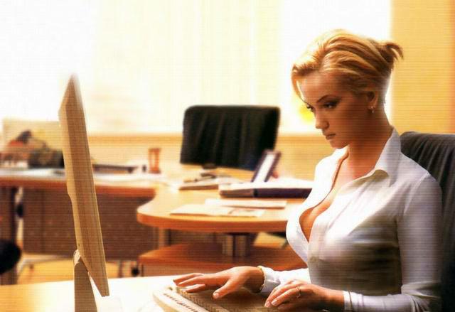 Принимают новую секретаршу на работу — директор и его зам