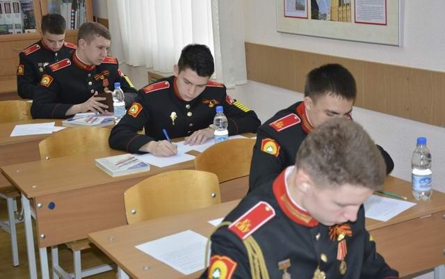 Проходит экзамен в Суворовском училище