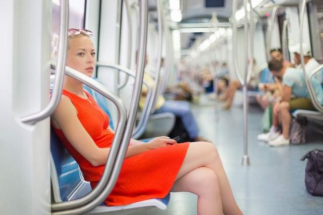Зашёл в метро, стоит девушка беременная