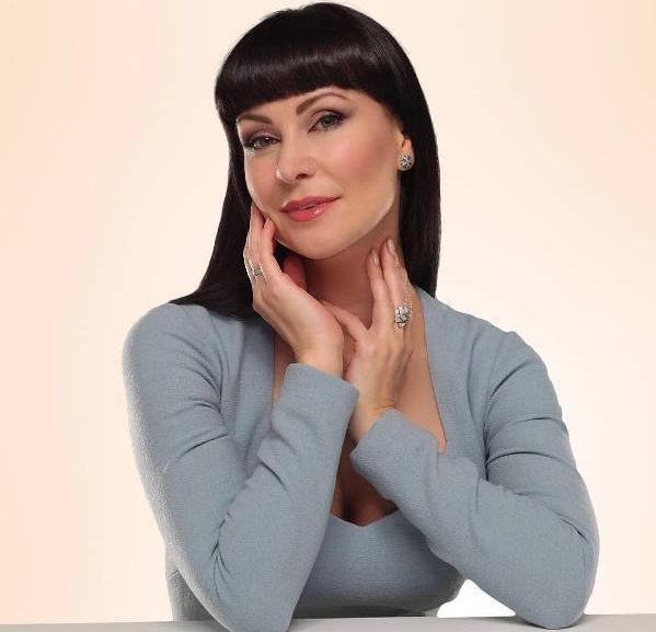 Популярная актриса Нонна Гришаева узнала цену актёрской профессии во время ёлочной кампании