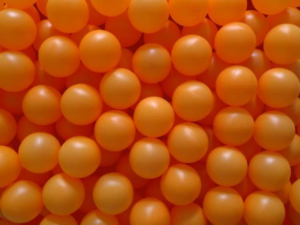 Сто розовых шариков для пинг-понга