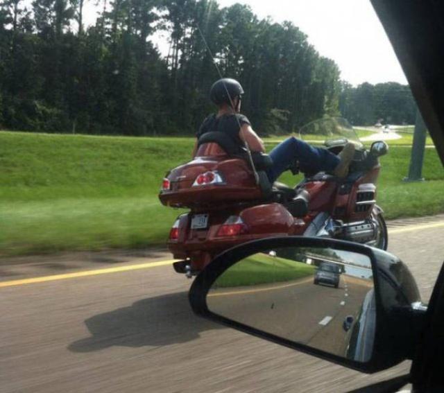 мотоциклисту без рук