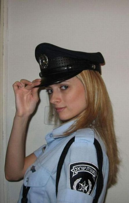 Девушки-полицейские (50 фотографий)