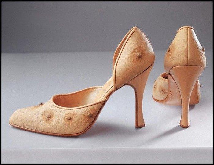 Голая и очень странная: «плотская» мода Николы Константино (5 фотографий)