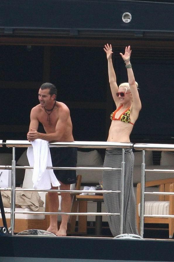 Гвен Стефани в бикини на яхте