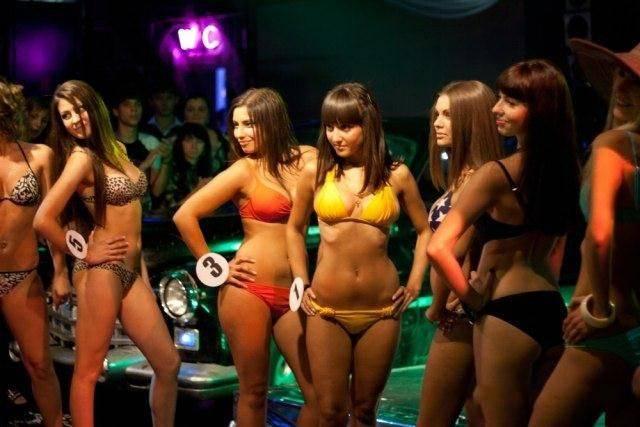 Конкурс красоты в ночном клубе (25 фотографий)