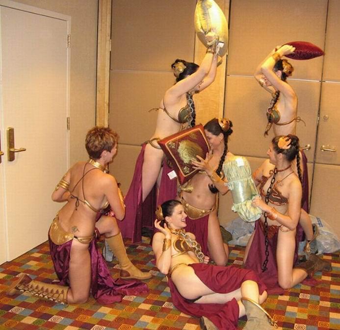 Сексуальные девушки в костюмах принцессы Леи (31 фотография)