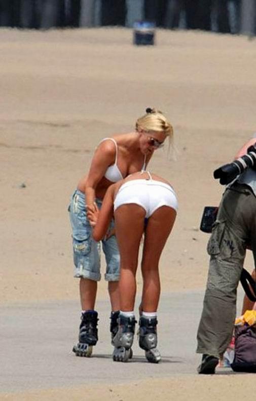 Девушки любят кататься на роликах (21 фотография)