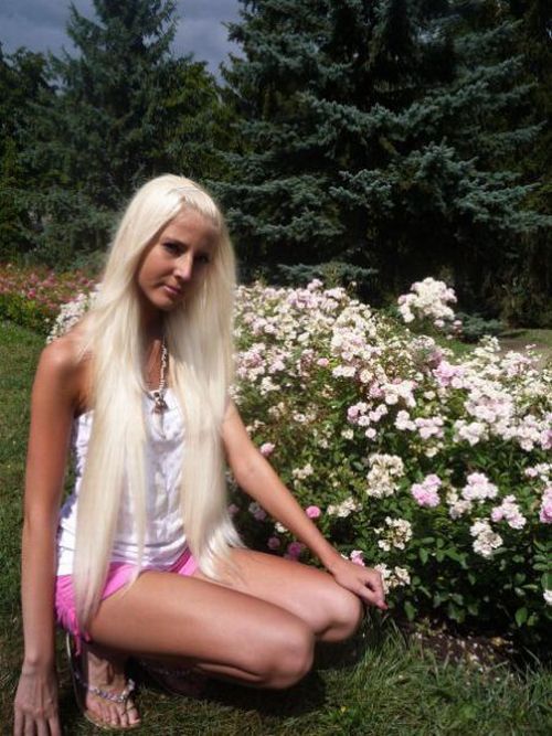 Девушка, которая любит загорать (20 фотографий)