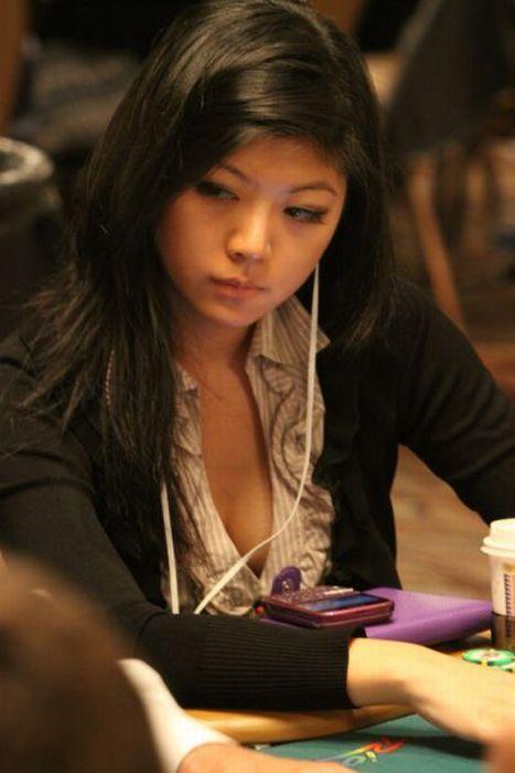 Девушки, которые любят покер (35 фотографий)