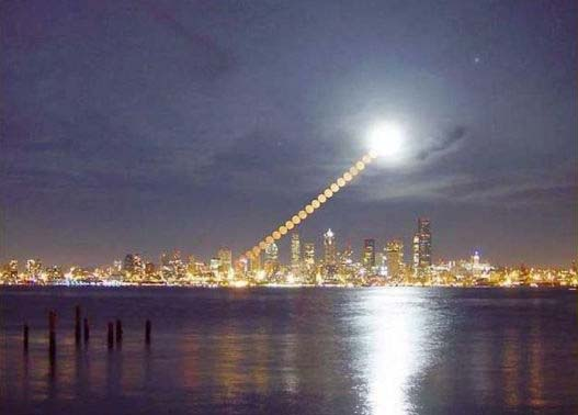 Луна над Сиэтлом