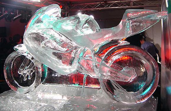 Скульптуры из льда (20 фотографий)