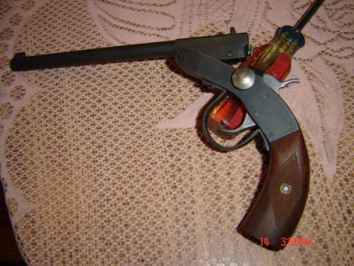Оружие можно посмотреть еще в