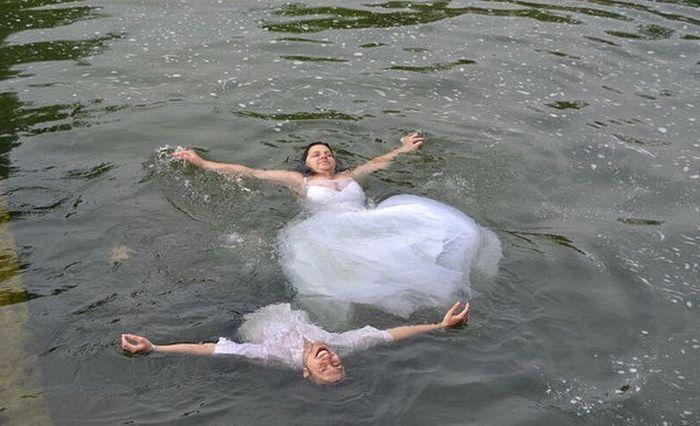 Необычная свадьба в Донецке (24 фотографии)