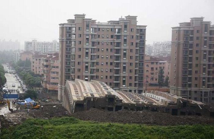Китайские строители сэкономили на арматуре (13 фотографий)