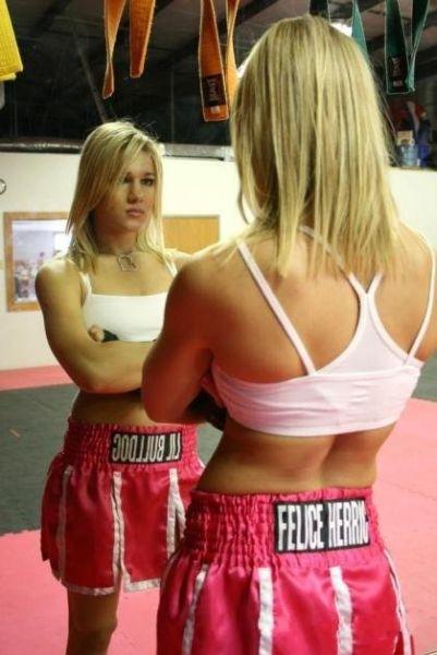 Участницы боев по смешанным боевым искусствам