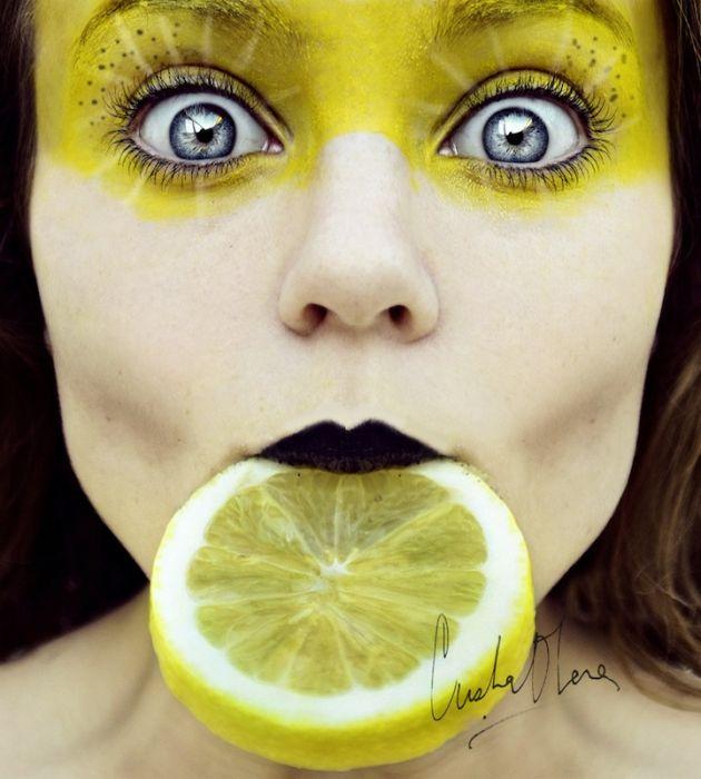 Автопортрет 16-летней девушки (13 фотографий)