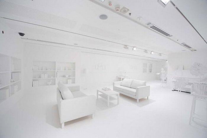 Дети и белая комната (7 фотографий)