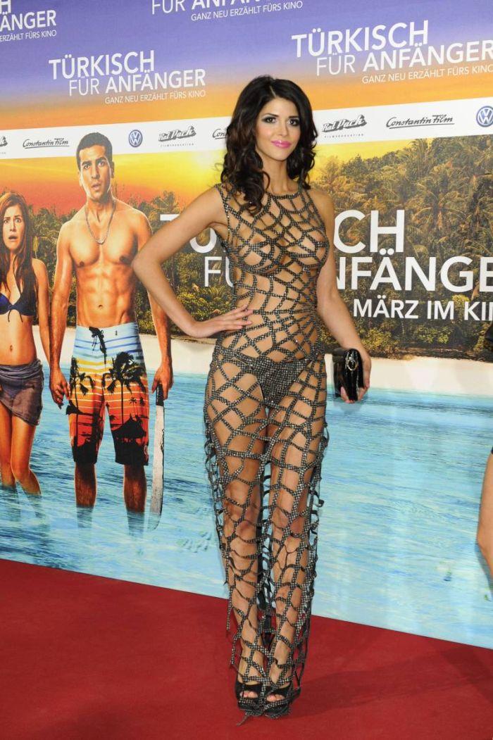 Микаэла Шафер в откровенном платье (6 звездных фото)