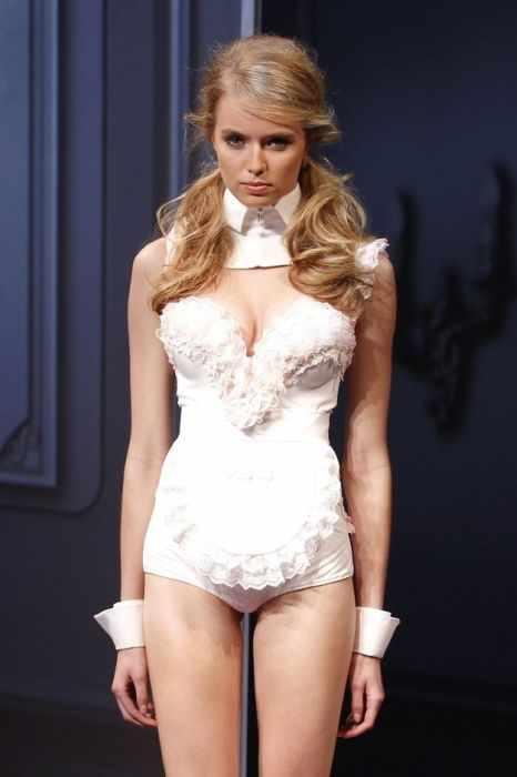 Провальные наряды на неделе моды в Париже (50 фотографий)