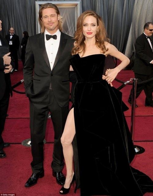 Фотожаба: Нога Анжелины Джоли (15 фото)