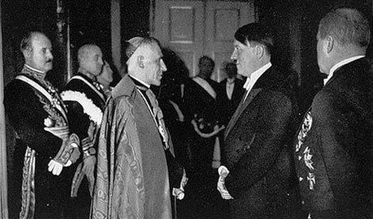 XII. Папа Пио и Гитлер