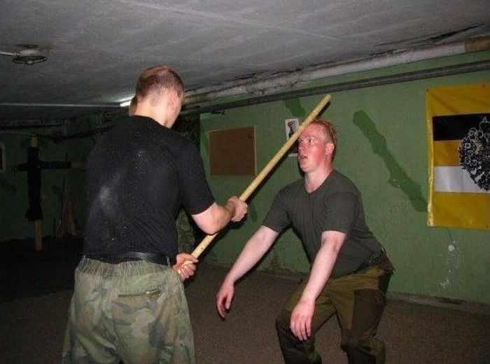 Суровые школы самообороны (49 фотографий)