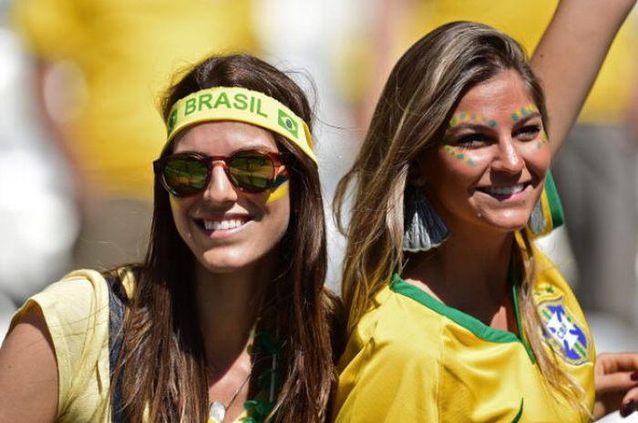 Симпатичные болельщицы футбола мира