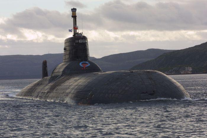 Гигантская подводная лодка проекта 941 - Акула (13 фото)