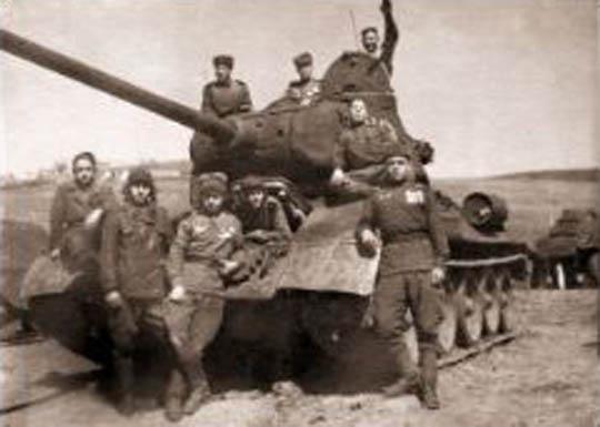 ВОВ танк и танкисты после боя