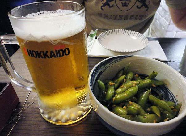 при землетрясении до трёх бал посетителям наливают по бокалу пива