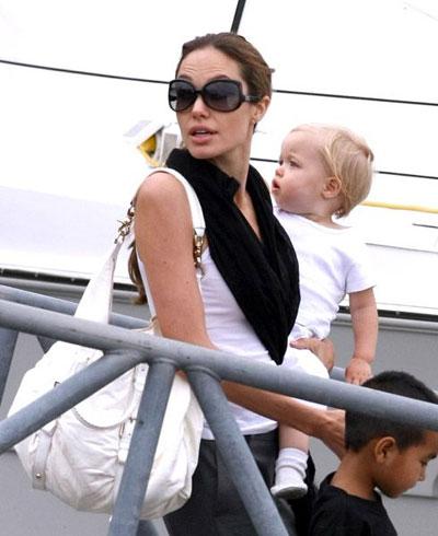 Анджелина Джоли,  Бред Питт и их дети