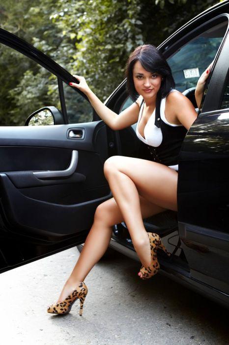 Наши девушки и автомобили (37 фотографий)