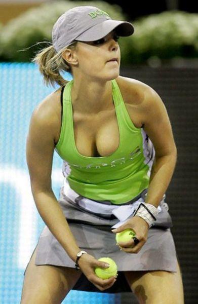Девушки с теннисистыми грудями