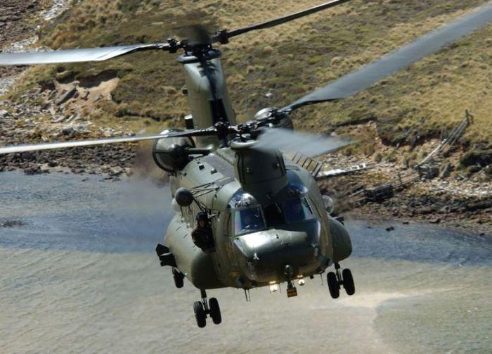 Чинук. самый массовый и наиболее удачный вертолет продольной схемы.  В детстве у меня был игрушечный...