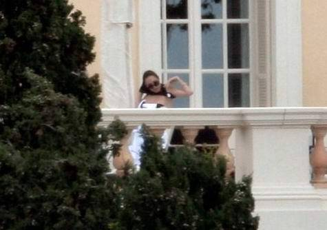 Анжелину Джоли застукали на балконе