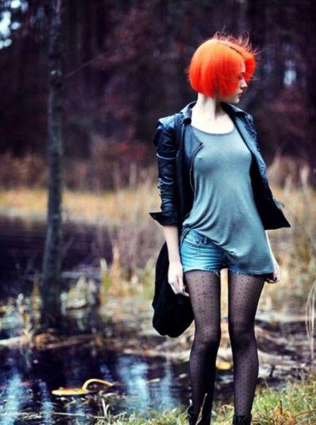 Девушки с кислотным цветом волос (25 фотографий)
