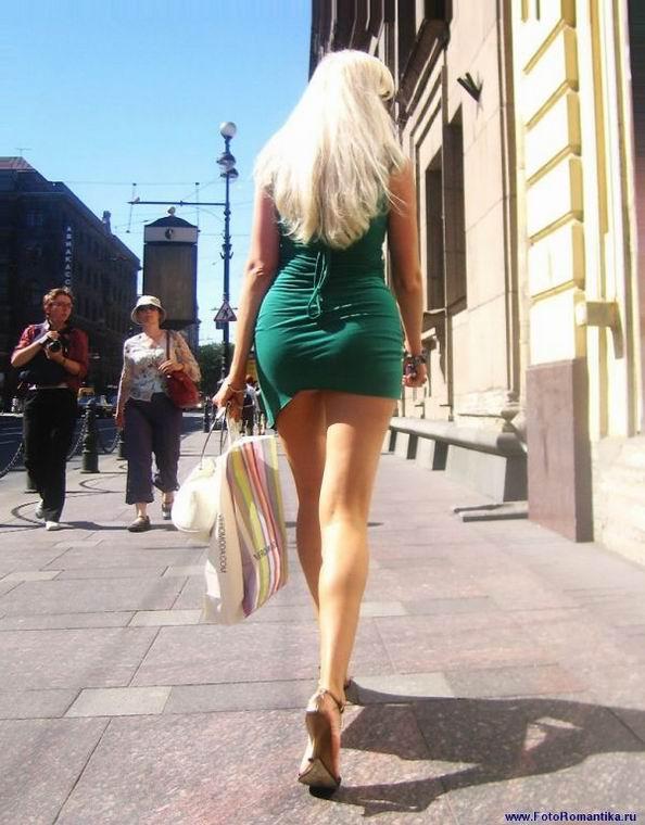 Девушки в очень коротких юбках