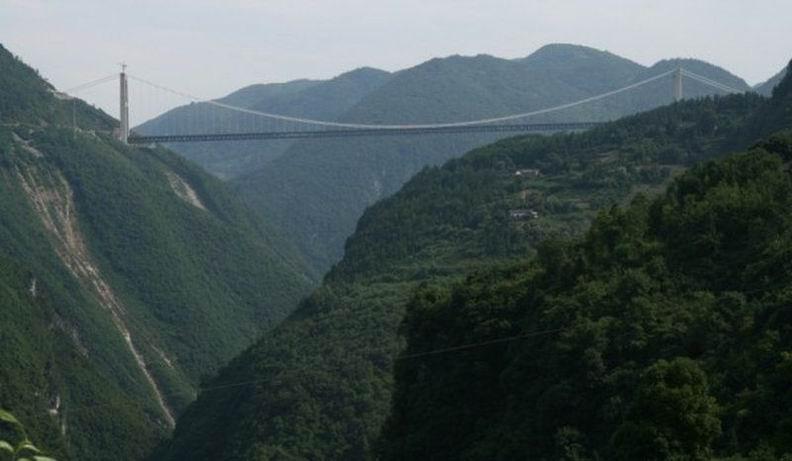 На момент строительства виадука, он считался самым высоким. Однако, китайцы и здесь оказались впереди. Новопостроенный мост Si Du River Bridge через реку Сидухэ поднят на высоту 472 метра, при общей длине 1222 метра.