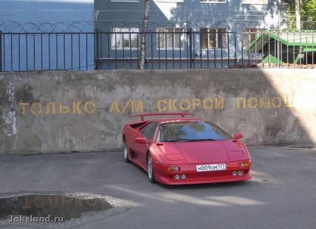 Надписи на заднем стекле авто
