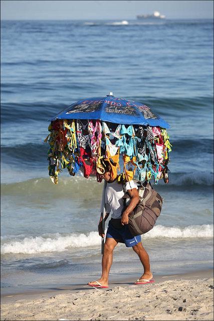 Продавец на пляже