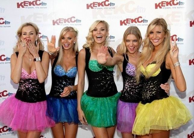 Красотки из группы Мобильные блондинки (16 фото)