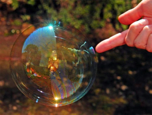 Как лопаются мыльные пузыри (5 фотографий)